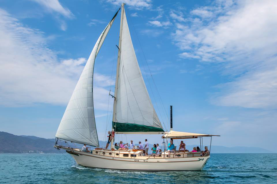 luxurious 45-foot ketch sailboat3
