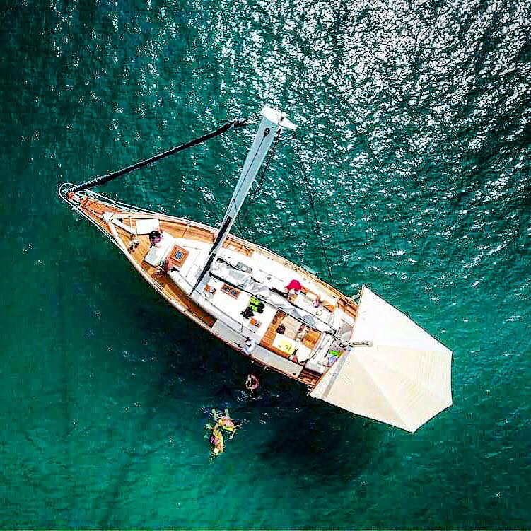 luxurious 45-foot ketch sailboat4