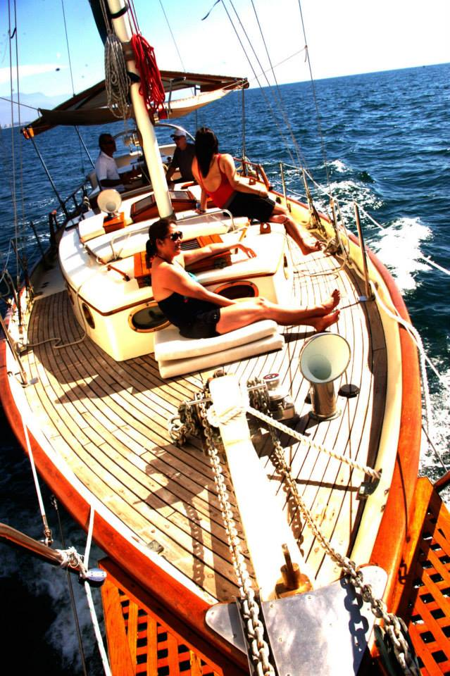 luxurious 45-foot ketch sailboat9