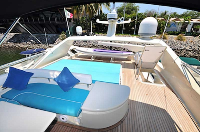 80-FT-Ferretti-Power-Yacht-Up-to-30-People-Extended-Flybridge-Deck-features-a-Sunbathing-Area