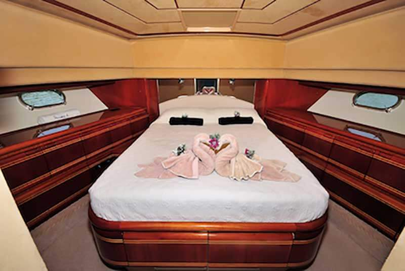 80-FT-Ferretti-Power-Yacht-Up-to-30-People-Master-Stateroom
