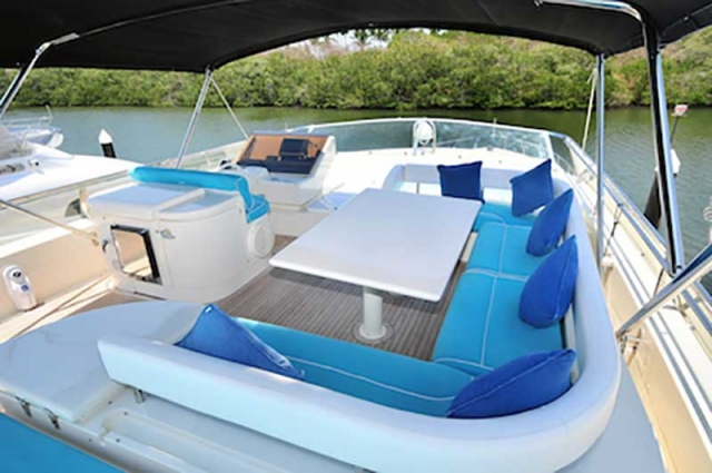 80-FT-Ferretti-Power-Yacht-Up-to-30-People-Shaded-Lounges-Seats-over-Flybridge-with-Table-wet-bar