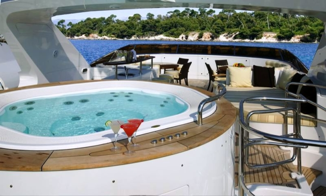 120 ft. Luxury Motor Yacht – Up to 20 People - Spa Pool