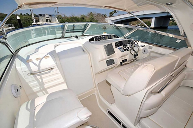37-FT-SeaRay-Sundancer-Power-Yacht-Up-to-10-People-Helm-Station-with-Full-Electronics-Complimentary-seats