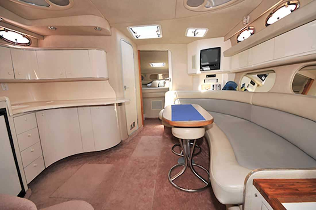 37-FT-SeaRay-Sundancer-Power-Yacht-Up-to-10-People-Cabin-View-of-Lower-Deck