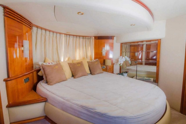 62-FT-Azimut-Luxury-Power-Yacht-Up-to-25-People-master-stateroom