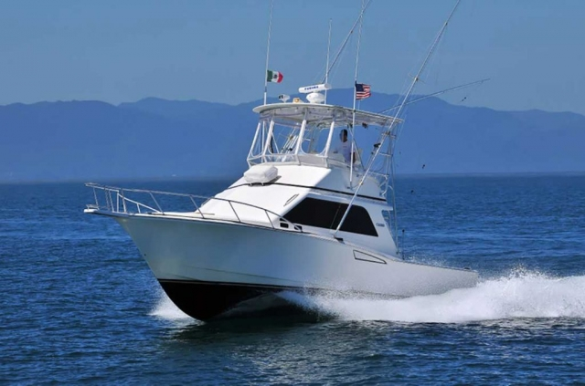 35-ft-Cabo-fishing-yacht-flybridge-immaculant-smooth-dry-ride