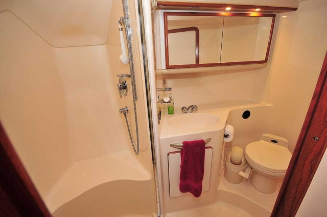 46-FT-Sea-Ray-Power-Yacht-Up-to-15-People-Full-Ample-bathroom