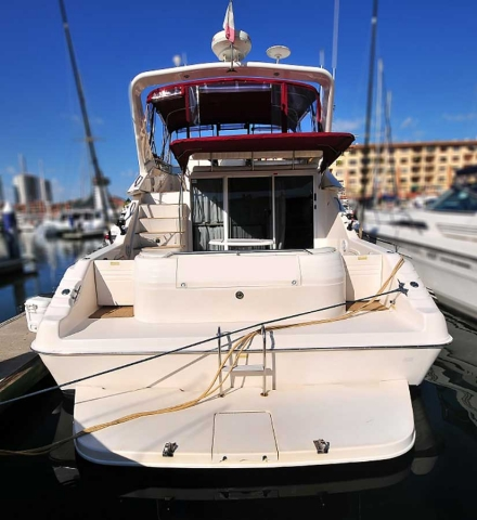 46-FT-Sea-Ray-Power-Yacht-Up-to-15-People-Twin-Transom-Doors-and-Entertainment-Boarding-platform