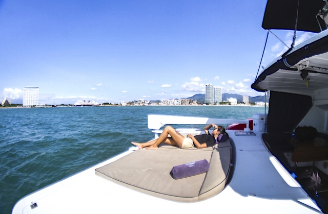 43-FT-Lagoon-Power - Aft Lounges