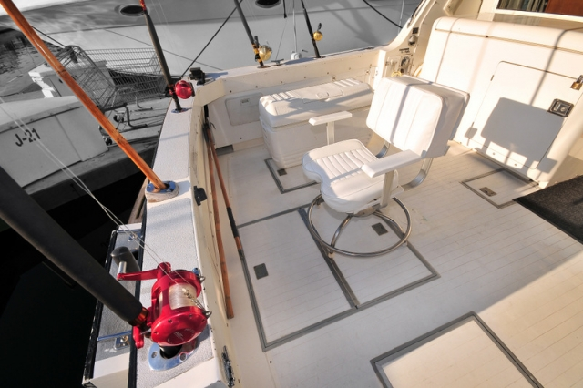 38 ft.Bertram- Fishing Yacht -Up to 10 People - Fishing Area - Rod Holders