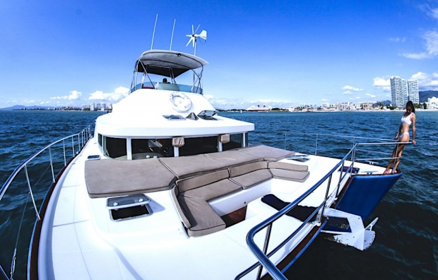 43-FT-Lagoon-Power - Front Deck wide view