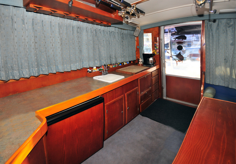 38 ft.Bertram- Fishing Yacht -Up to 10 People - Full Equipped Cabin