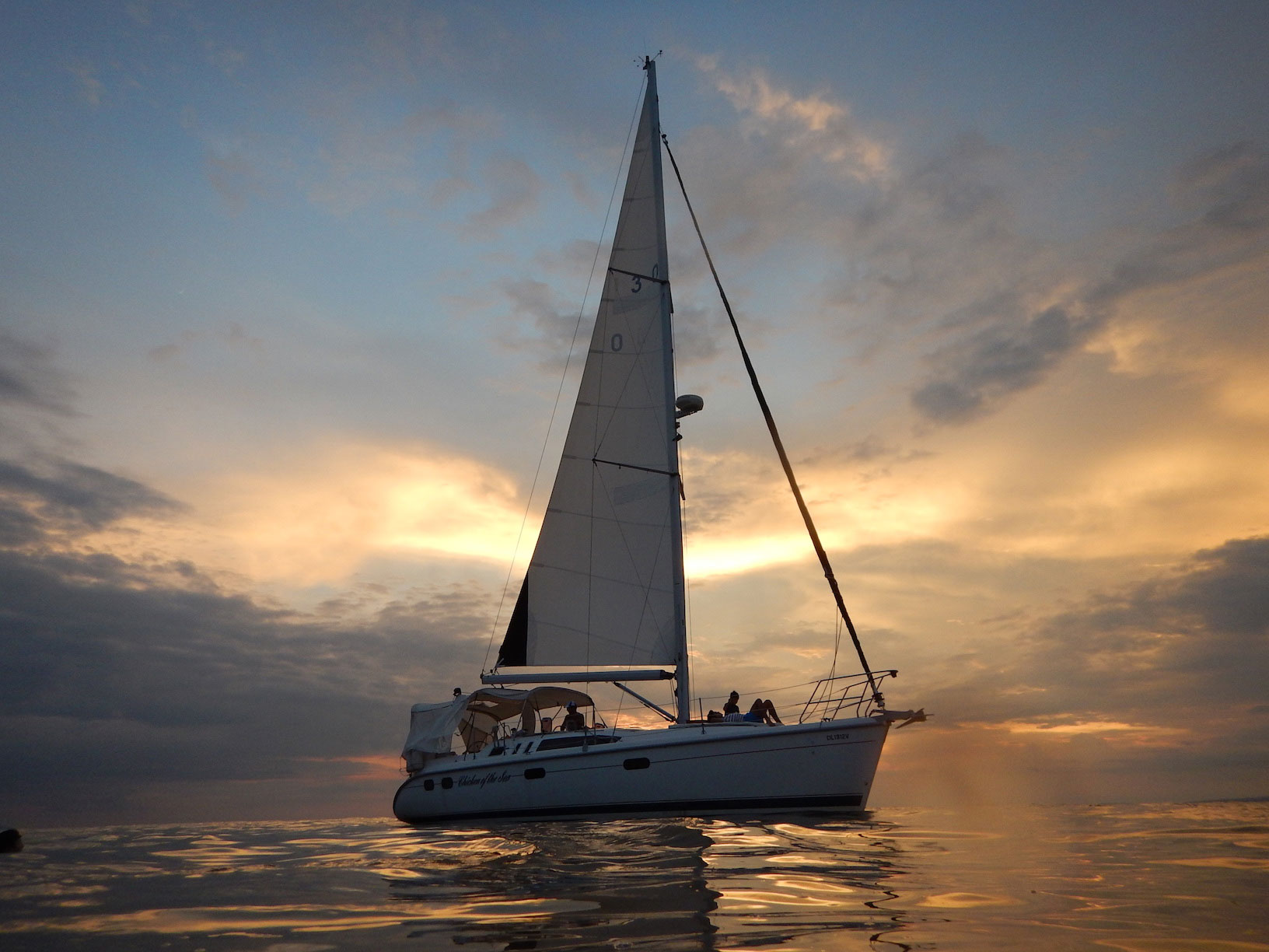 Hunter-38-ft.-luxury-sailboat---main-photo