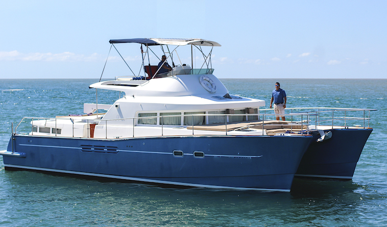 43-FT-Lagoon-Power - front stbd