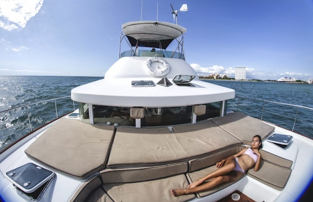 43-FT-Lagoon-Power - Lounges - Seats over bow