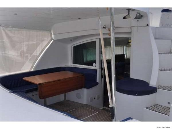 43-FT-Lagoon-Power -pilot house and interior dining - Welcome Dining