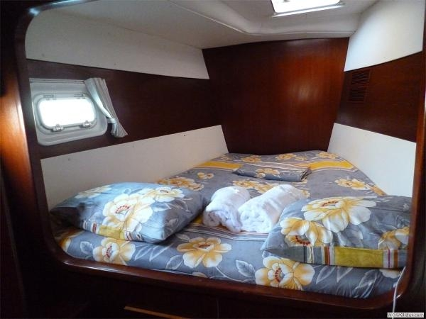 43-FT-Lagoon-Power - guest cabin