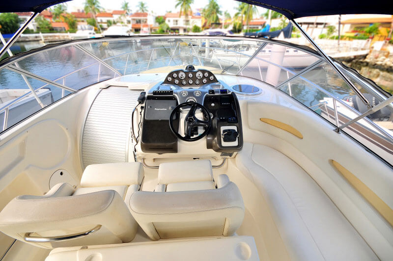 Helm-Twin-Seats-along-with-side-large-seat
