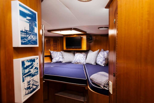 19-Mikelson-64-interior-Boat