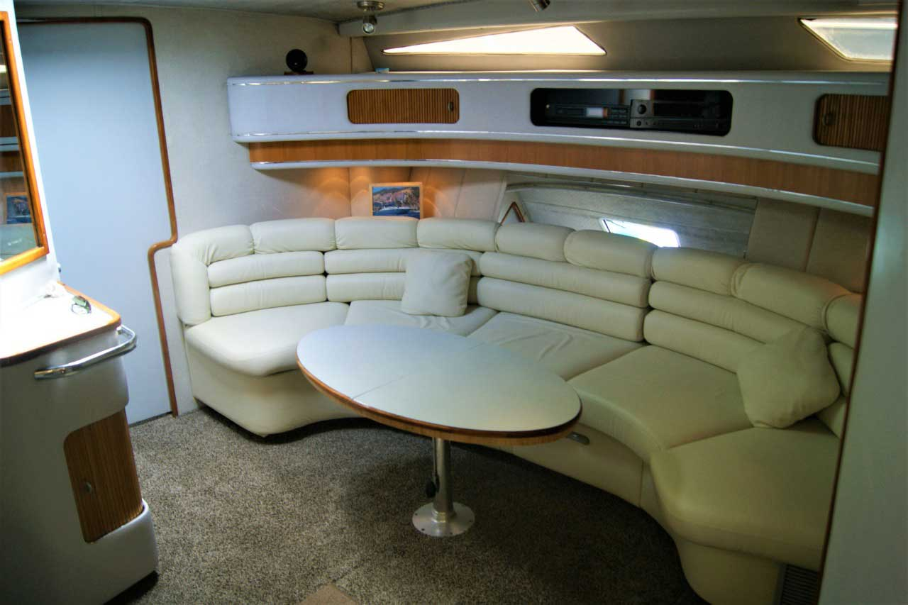 42 FT Sea Ray - Dinette seating under cabin