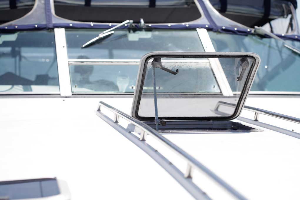 42 FT Sea Ray - Front Deck Hatch