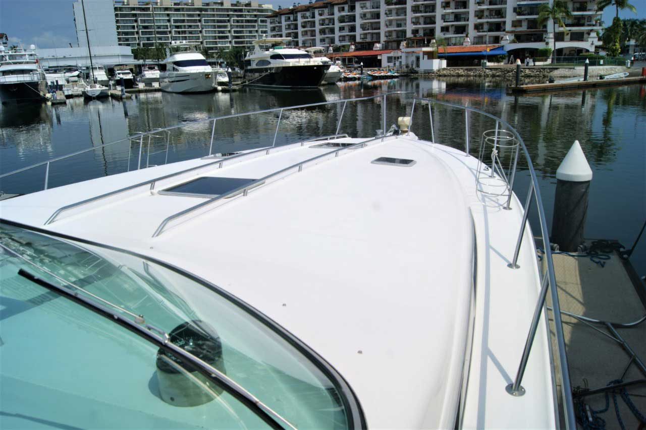 42 FT Sea Ray - Large front deck