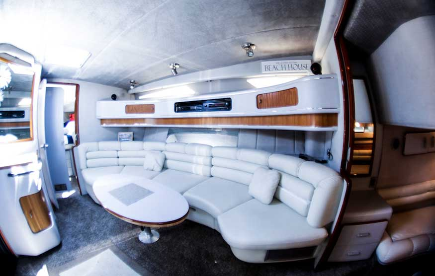 42 FT Sea Ray - Lower Cabin Dining