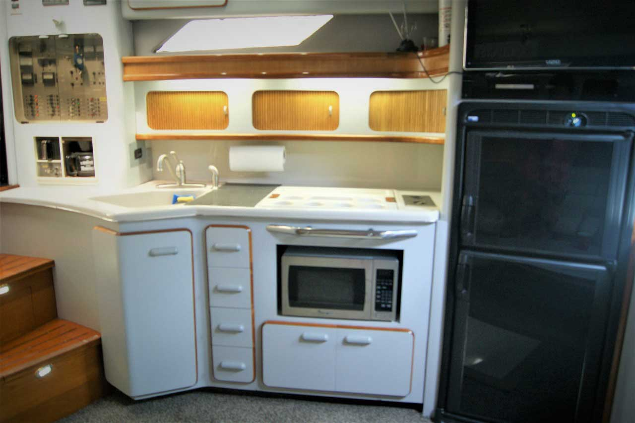 42 FT Sea Ray - Galley