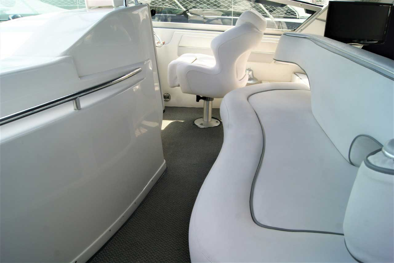 42 FT Sea Ray - Port Lounge