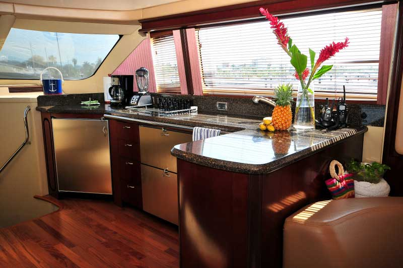 60 FT Sea Ray - Power Yacht - Up to 18 people - Open-plan-state-of-the-art-kitchen-granite-bar