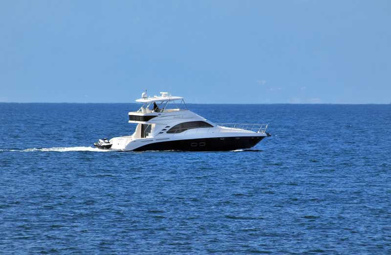 60 FT Sea Ray - Power Yacht - Up to 18 people - SR60-horizontal-Cut