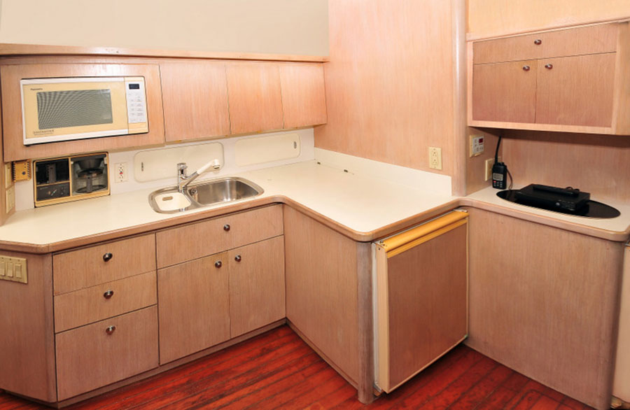 42 FT - Tiara - Power Yacht - Up to 12 People - Down Galley Kitchen