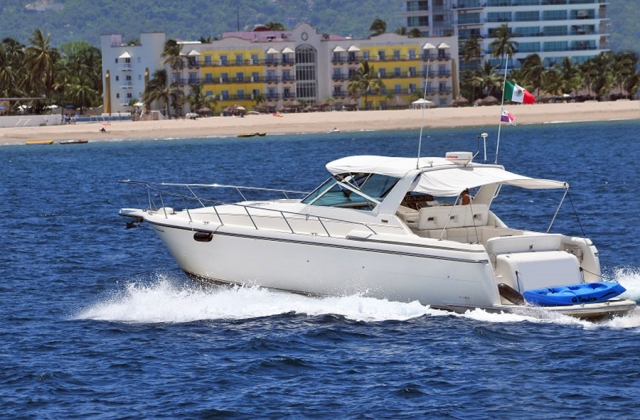 42-FT.-Tiara-–-Power-Yacht-–-Up-to-12-People - Equipped-for-a-Casual-Recreational-Trip