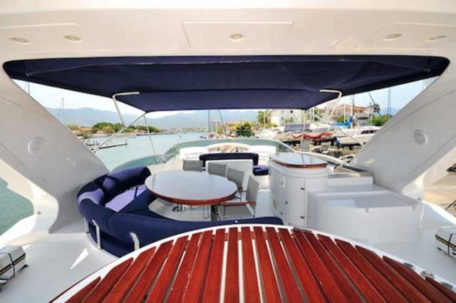 Azimut 98 FT Leonardo - Shaded Fly-bridge with Different Lounges Table wet-bar grill