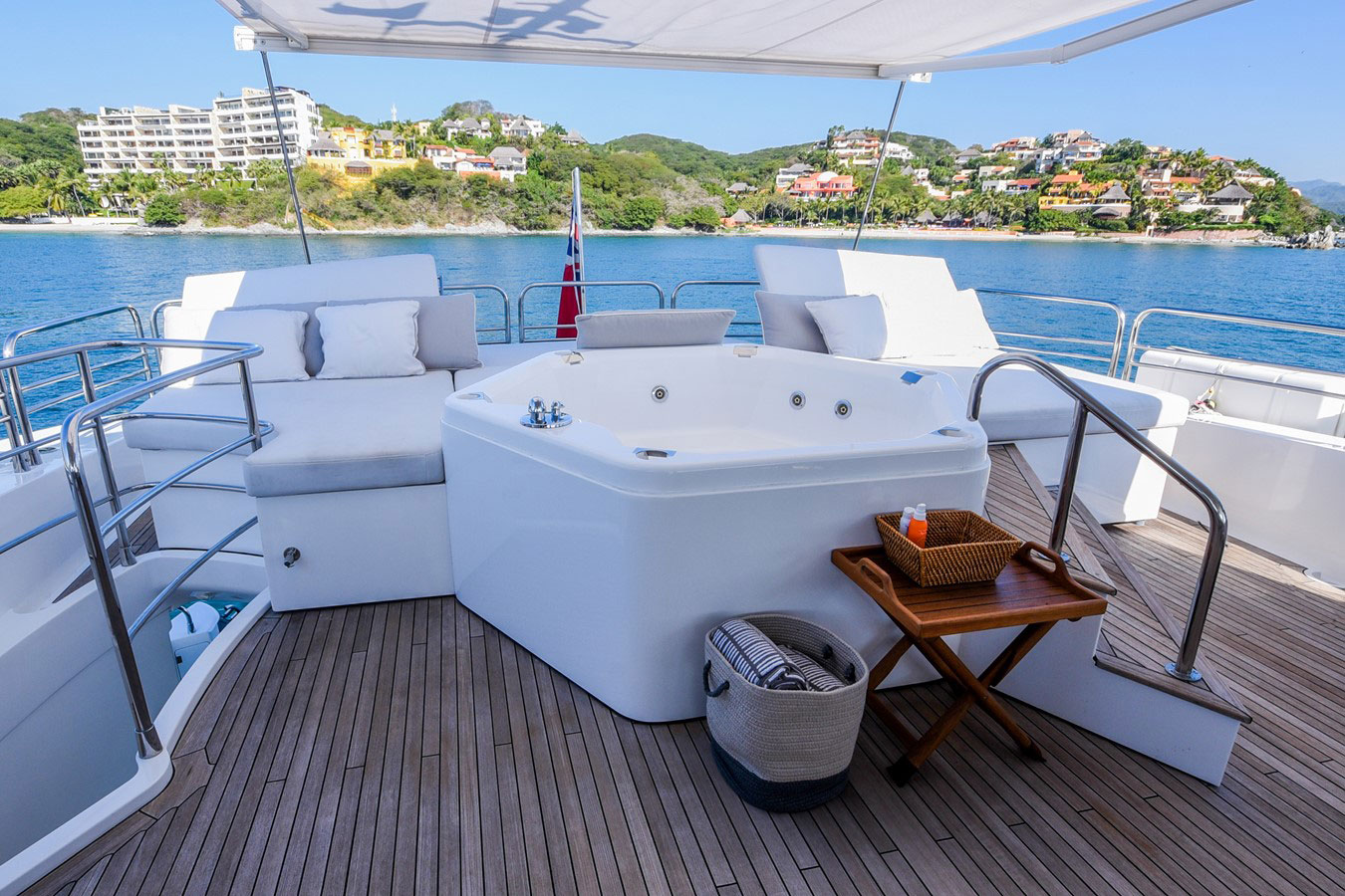 112 ft.-Sunseeker-Power-Yacht - Jacuzzi-Wide-ample-Lounges-on-the-fly