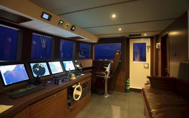150-ft.-Luxury-Power-Yacht-–-Up-to-200-People - helm