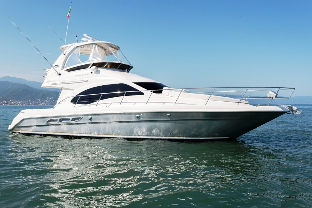 4 ft. Sea Ray – Luxury Power Yacht - profile