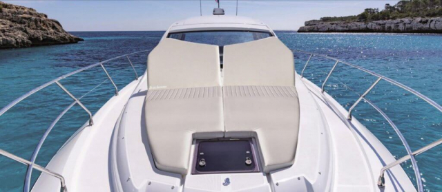 Beneteau GT 46 ft - Fold up bow cushions for comfort