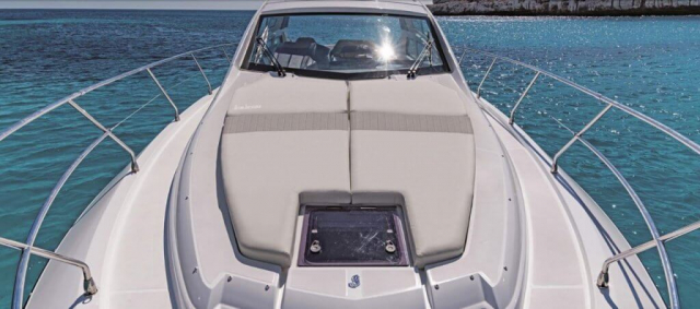 Beneteau GT 46 ft - Large Cushions over bow